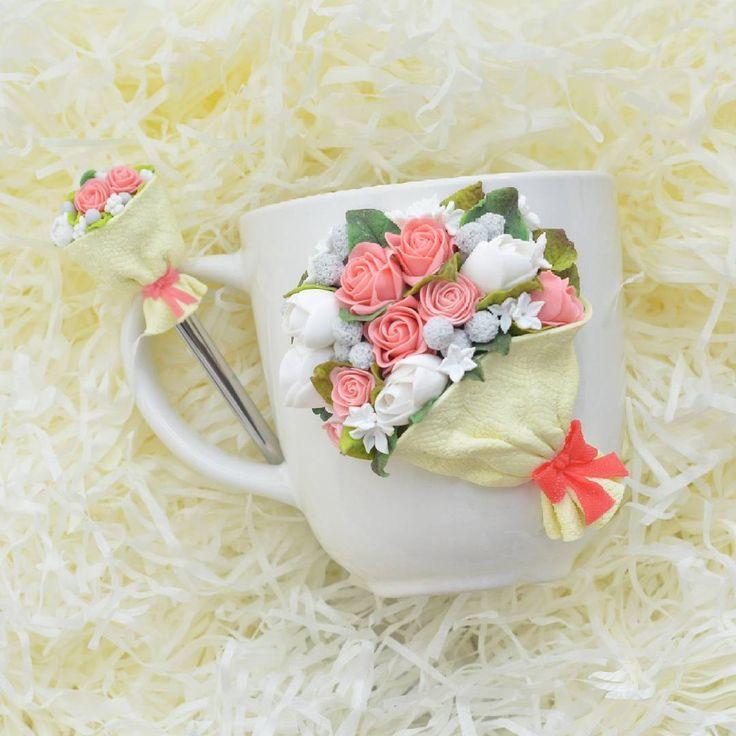 Когда меня спрашивают о подарке маме (да по моему любой женщине или девушке), то самый быстрый и самый красивый способ поздравить - это букет! Будьте оригинальны, букеты могут быть разные Этот чудесный набор для мамы Евгении @evgenia270485 Кружки с букетами от 2300. Ложка чайная с букетом 1200 #цветы #подарокмаме #цветыдлямамы #полимернаяглина #FIMO #кружканазаказ #кружкасдекором #кружка #ложканазаказ #ложка #подарок #вкусные_ложки #ложки #fimoclay #турниржелезныйтрон28 Света @ssaviche...