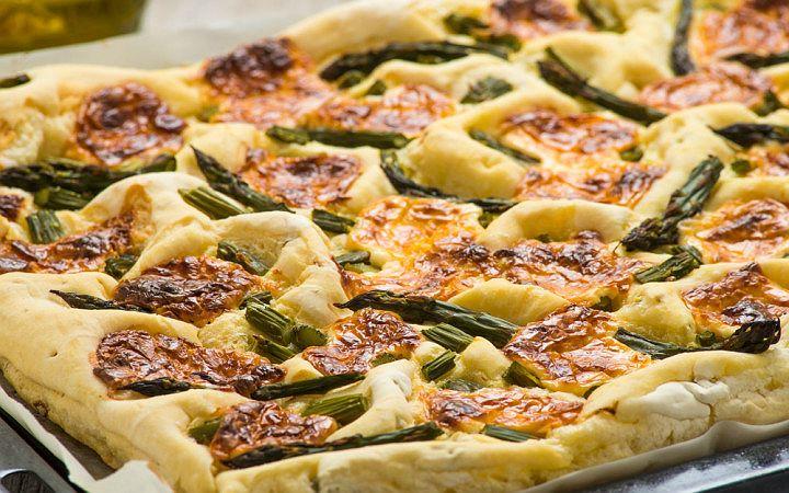 Kuşkonmazlı ve Cheddar Peynirli Pizza Tarifi
