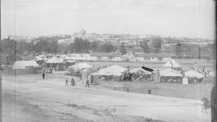 Aspecto de la pradera de San Isidro durante las fiestas del patrón de Madrid, en 1899