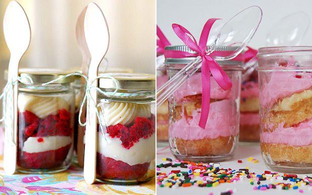 Tendência: bolo no potinho é opção de lembrancinha simples e fofa para sua festa - 15 anos - CAPRICHO