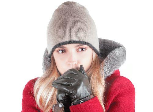 La maladie de Raynaud atteint environ 5% de la population et survient généralement lorsque la température baisse. Elle touche le plus souvent les femmes et apparait pour la majorité des cas dans les pays froids. La vidéo montre une recette efficace à base de composants naturels pour traiter la maladie de Raynaud.