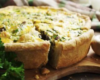Quiche légère au poulet, champignons et persil : http://www.fourchette-et-bikini.fr/recettes/recettes-minceur/quiche-legere-au-poulet-champignons-et-persil.html