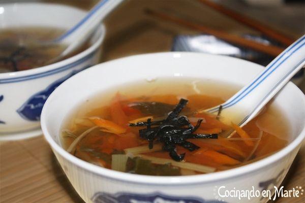 #Sopa de verduras con #wakame y #nori