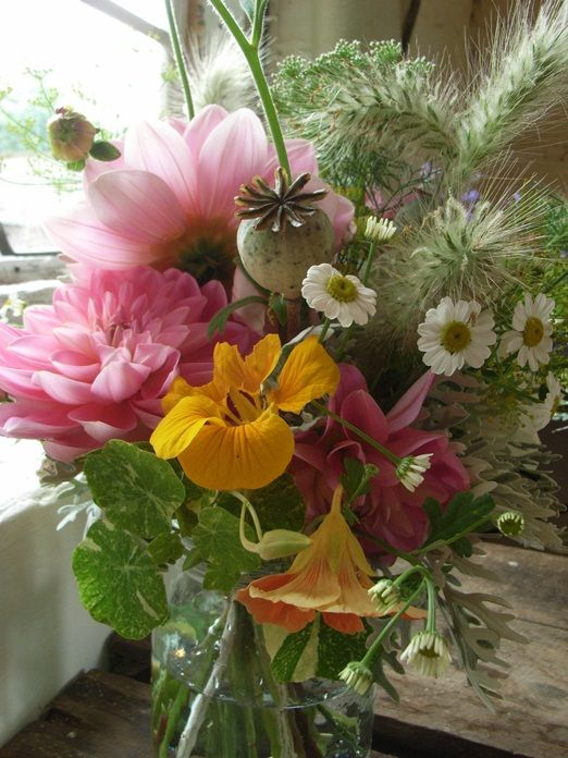 Wild and natural looking wedding flowers with grasses and country garden blooms | The Natural Wedding Company