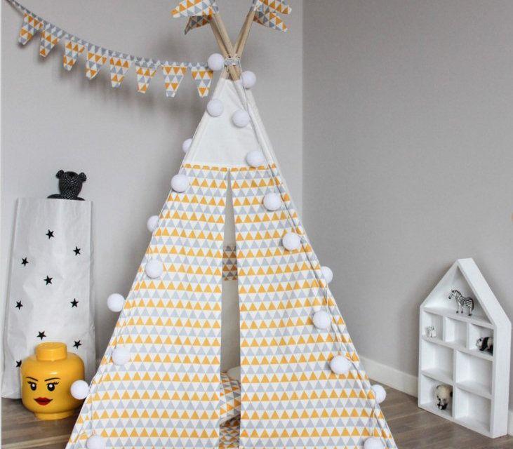 Игровой вигвам Triangles Детский вигвам для игр из цветной ткани. Высота 160 см, основание 100 х 100 см. Ткань - хлопок. Каркас - дерево.