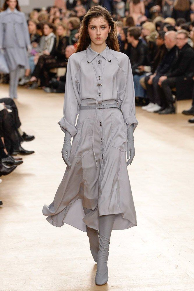 See the complete Nina Ricci Fall 2017 Ready-to-Wear collection.