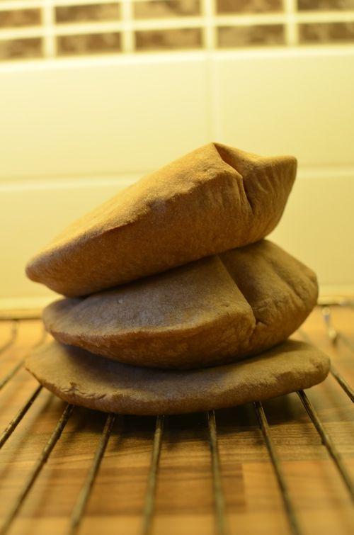 Pitabrød er veldig greit å ha tilgjengelig i fryseren! Det kan fylles med det meste, og denne gro...
