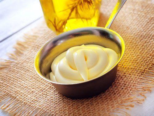 Mayonnaises et les huiles végétales  Les meilleurs traitements naturels pour réparer les cheveux brûlés secs abimés