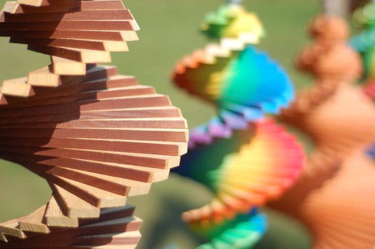 dekoracja do ogrodu ,kręciołek świderek drewniany ,kręciołek kolorowy ,windspiralen, garden ,garten,wood ,garden decorations