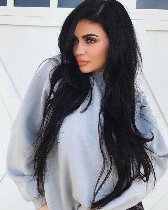 Небрежно волнистые длинные волосы