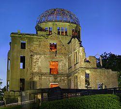 Hiroshima: Memorial da Paz de Hiroshima.  Inaugurado em 1915, o edifício era chamado de Exposição Comercial da Prefeitura de Hiroshima.