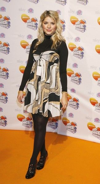 Holly Willoughby Photos Photos - Holly Willoughby arrives at the Nickelodeon Kids' Choice Awards at ExCel on October 20, 2007 in London, England. - Nickelodeon Kids Choice Awards 2007
