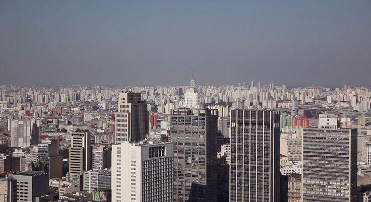 Esse gringo resolveu explorar São Paulo, ele gosta mais da cidade que muito paulistano