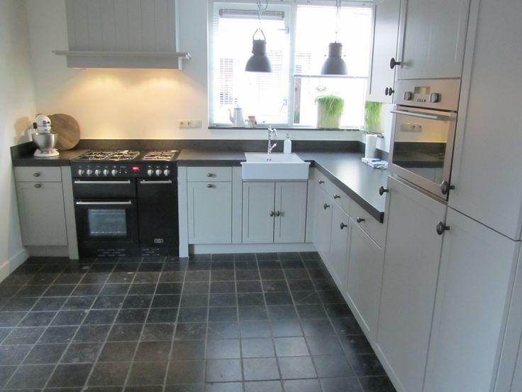 Gerenoveerde keuken met dank aan #Schinkelbouw en #SpuiterijGenemuiden. Oven van Falcon. Kleur Farrow and Ball, Hardwick white