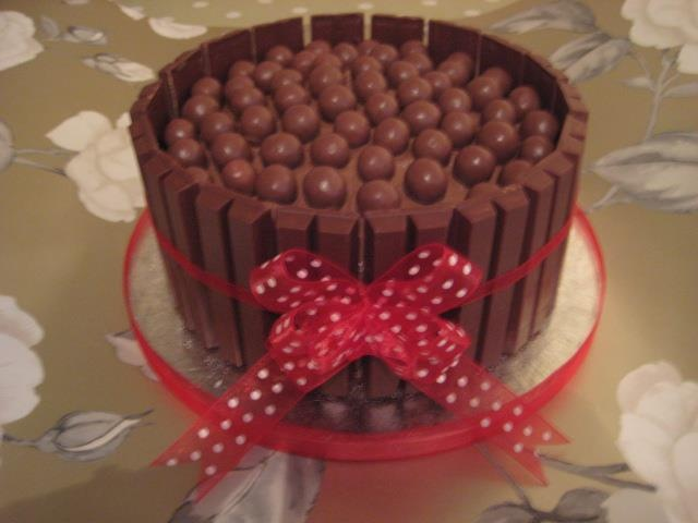kitkat malteasers cake - 40th birthday cake - Oh yes!