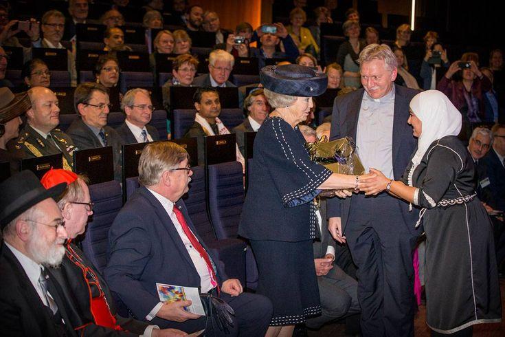 UTRECHT - Prinses Beatrix heeft het tienjarig jubileum van In Vrijheid Verboden gevierd. Het interreligieus netwerk, dat zich sterk maakt voor de democratie, viert zijn jubileum maandag,25-1-2016 in Utrecht.