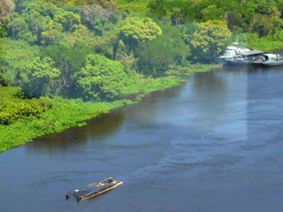 Paraguay tourist boat kills three