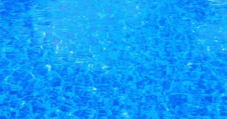 Cómo silenciar un motor ruidoso de la bomba de una piscina. Las bombas de piscina y los filtros deben funcionar sin ruido, si están bien instalados y mantenidos. Sin embargo, con el tiempo o si no se mantienen de forma adecuada, los motores de la bomba de la piscina pueden generar ruidos. Un motor de la bomba de una piscina ruidoso no es sólo desagradable de escuchar, sino que a menudo no limpia el agua de ...