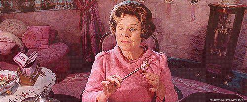Dolores Umbridge é uma vilã muito, MUITO mais perversa do que Voldemort. | 27 fatos sobre Harry Potter que são totalmente verdadeiros