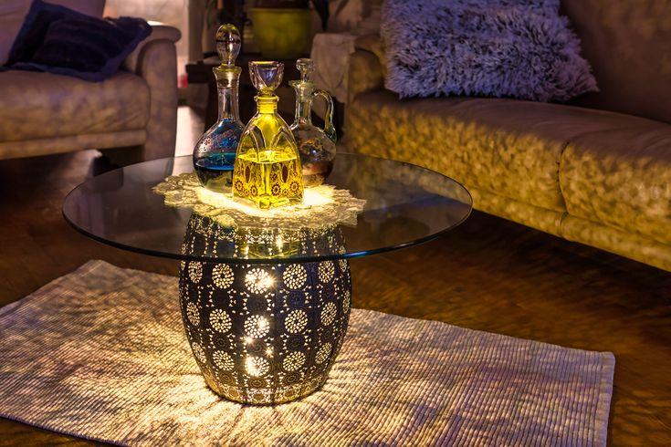 by Edwin Drix    Hey Leute,  wie ihr einen orientalischen Korb zweckentfremden könnt, geht ganz flott: dazu einfach eine kleine Lampe oder LEDs auf den Boden stellen, Papierkorb drüberstülpen und oben drauf eine Tischplatte legen. Fertig ist euer Leuchttisch.    Bis bald mal wieder    Ed