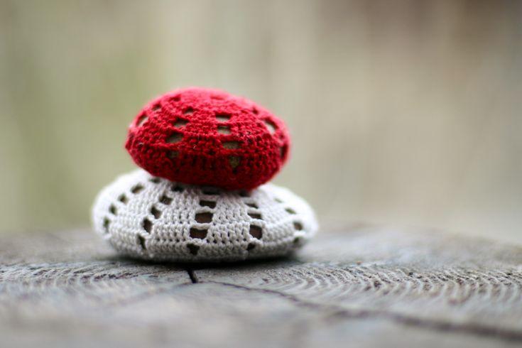 flax & twine | craft + diy: Crocheted Stones