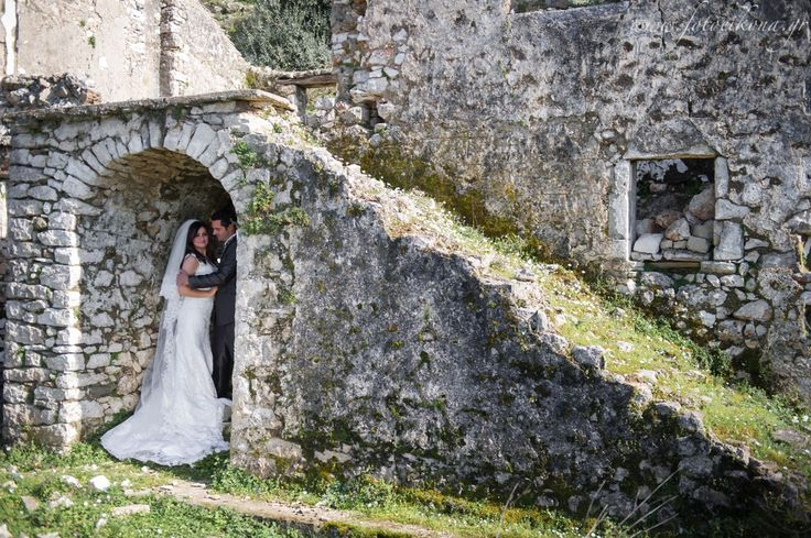 Amazing wedding photos of the bride and groom #Lefkas #Ionian #Greece #wedding #weddingdestination Eikona Lefkada Stavraka Kritikos