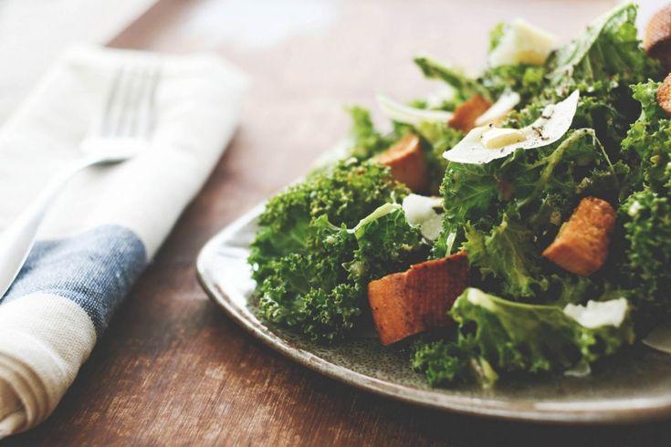 Салат — это не только оливье или огурцы с помидорами, в современной кухне существует масса их разновидностей, которые могут быть очень сытными и одновременно полезными и вкусными. Сегодня Даша подготовила для вас 5 главных идей, как разнообразить ваше салатное меню, приятного аппетита! Салат + гарнир Салат + сыр Салат + курица/креветки Салат + фрукты Салат […]