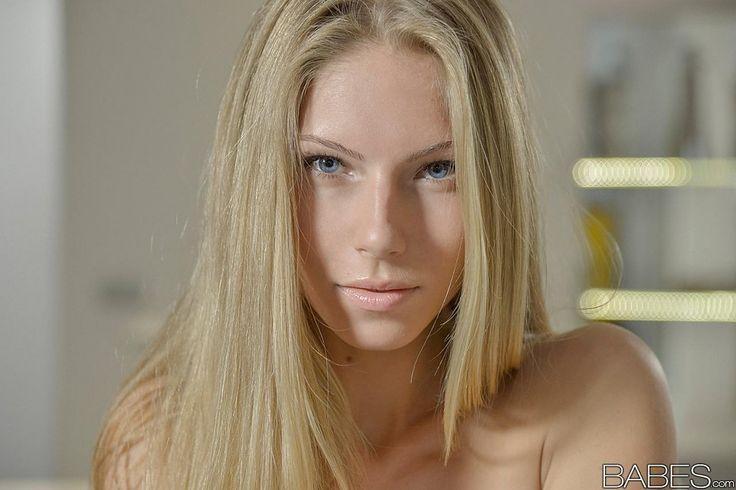 Порно первый массаж фото