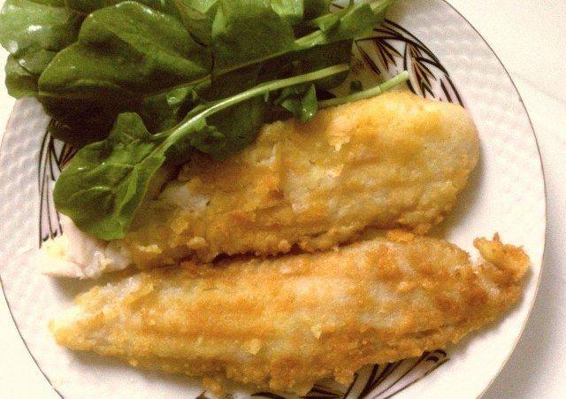 Kefal tava malzemeleri 4 adet kefal balığı Mısır unu Tuz Karabiber Sıvıyağ 2 adet limon Kefal tava nasıl pişirilir Kefal tava tarifi Balıkları temizletip ister bütün olarak, isterseniz boydan fleto çıkarın yada kalınca dilimleyin. Bol suda yıkayıp süzgeçte suyunu süzdürün. Bir kap içerisinde mısır unu, tuz ve karabiberi karıştırın. Balıkları bu una bulayıp fazlasını silkeleyin.... Tarifi »