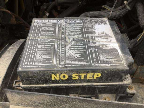 17 2005 Sterling Truck Fuse Box Diagram Truck Diagram Wiringg Net Fuse Box Sterling Trucks Fuse Box Cover