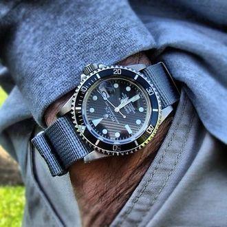<< #Rolex #Submariner >>