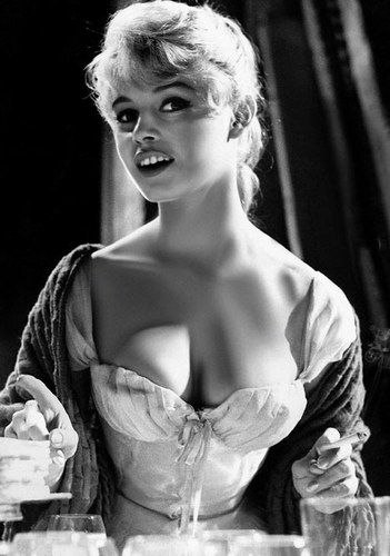 """A pic from romantic comedy, """"Naughty Girl"""". She stars in many comedy movies and this one is one of most famous one she starred.  映画のシーンの写真です。BBはコメディの中で美しい少女の役を演じることが数多くありました。"""