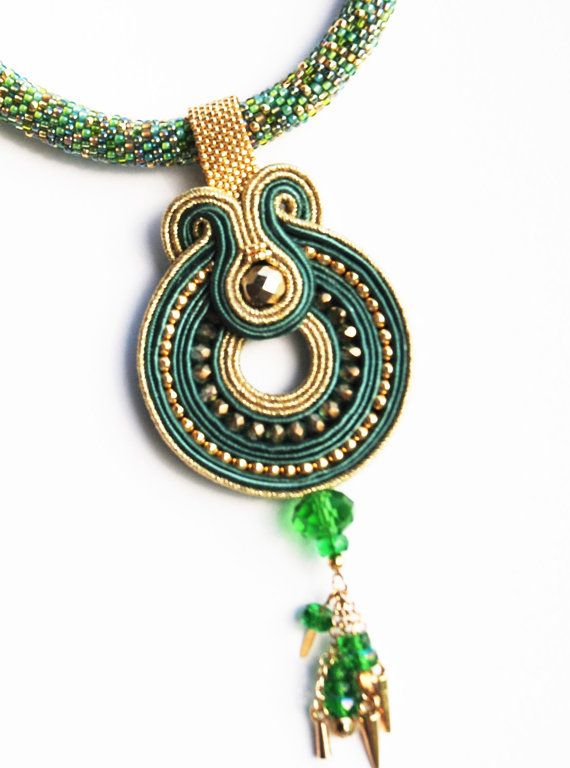 Necklace bead woven green with soutache pendant por momaart en Etsy
