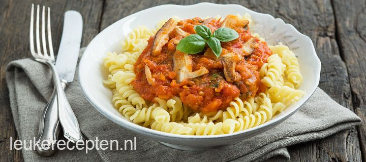 pasta verse tomatensaus en paddestoelen