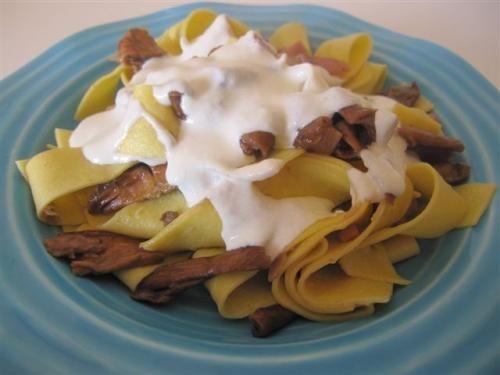 Pappardelle ai porcini con fonduta alla grana. Scopri la ricetta: http://www.misya.info/2010/02/01/pappardelle-ai-porcini-con-fonduta-alla-grana.htm