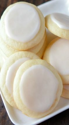 Almond Meltaway Cookies ~ These babies totally melt in your mouth! | Posted By: http://DebbieNet.com