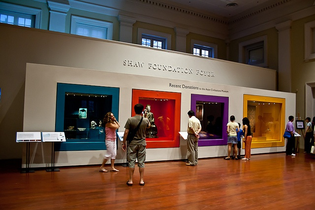 Asian Civilisations Museum - wall cases - themes - bec