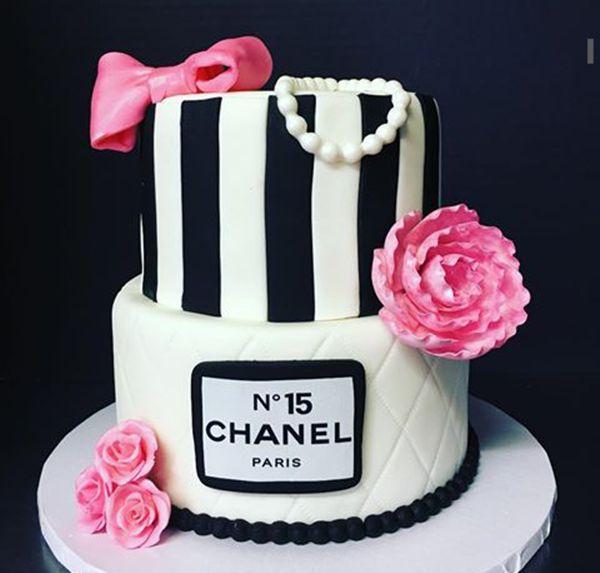 BOLO DE 15 ANOS...BOLO DE DEBUTANTE...15 YEARS CAKE...BIRTHDAY CAKE...BOLO DE ANIVERSÁRIO...BOLO DECORADO...DECORATED CAKE...BOLO DOS SONHOS...BOLO DE ANDARES...CHANEL