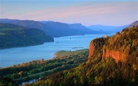 コロンビア川、森、山、自然の風景