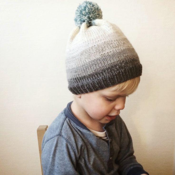 Bob's beanie - let og lækker opskrift på strikket hue til børn. Opskriften findes i 3 forskellige størrelser, og er særligt god til helt nye strikkere.