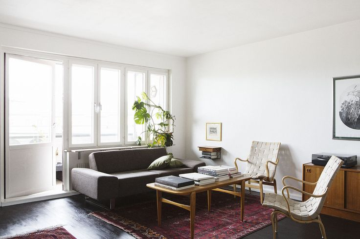 Vardasgrum soffa soffbord fåtöljer utsikt balkong fönster matta