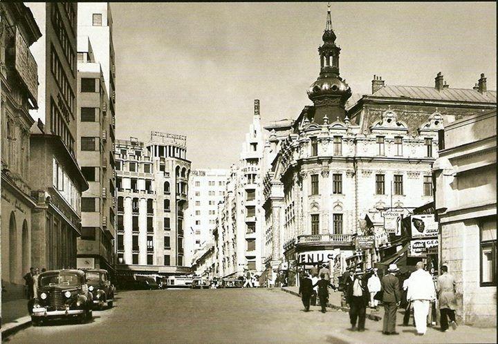 Bucureşti Strada Regală (azi Ion Câmpineanu)1939 În stânga, blocurile Adriatica şi Dragomir Niculescu. În fundal, hotelurile Stănescu şi Union şi blocul Carlton (care a căzut la cutremurul din 10 noiembrie 1940). În dreapta Hotelul Continental