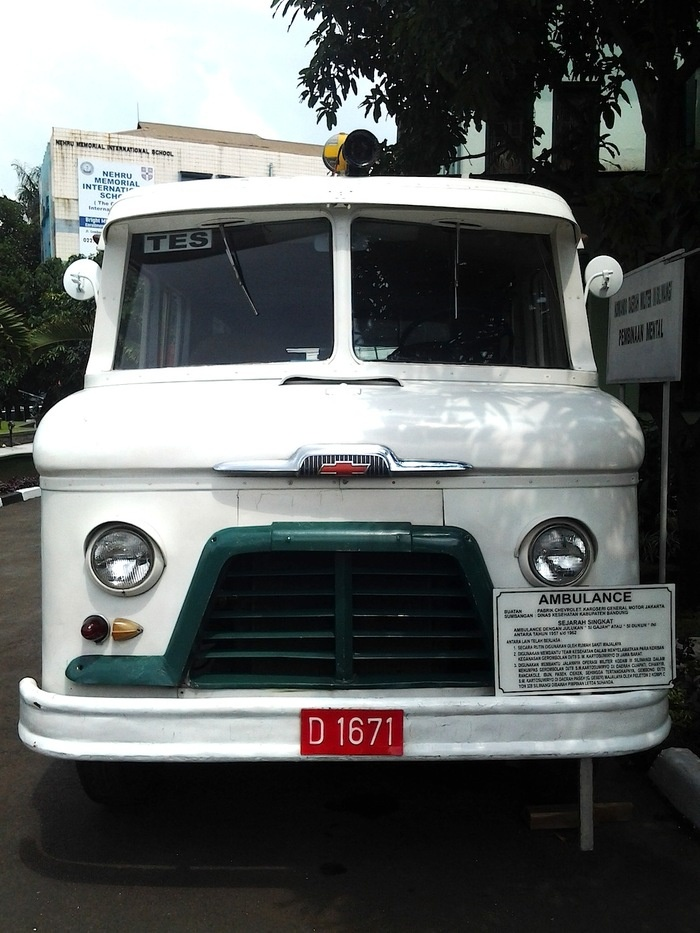The old ambulance, nicknamed Si Gajah or Si Dukun (medicine man). Photo by Icha Rahmanti.