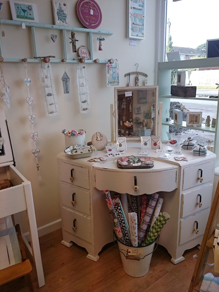 A dressing table full of delights!