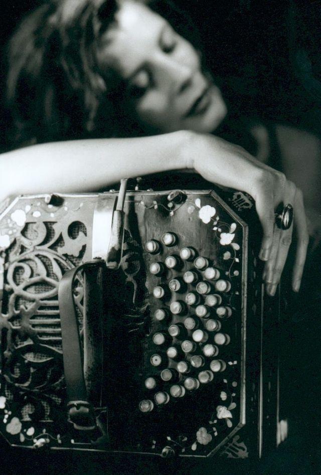 Gotan Project - Época - La Revancha Del Tango Live (via:yabastarecords) Image via: pmgeraldes/pinterest) ...