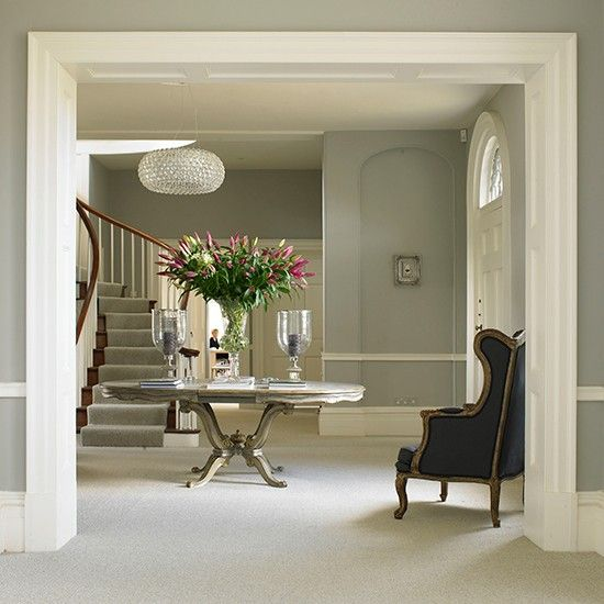 Pale grey traditional hallway with French-style display table | Entrance halls colours | PHOTO GALLERY | Homes & Gardens | Housetohome.co.uk