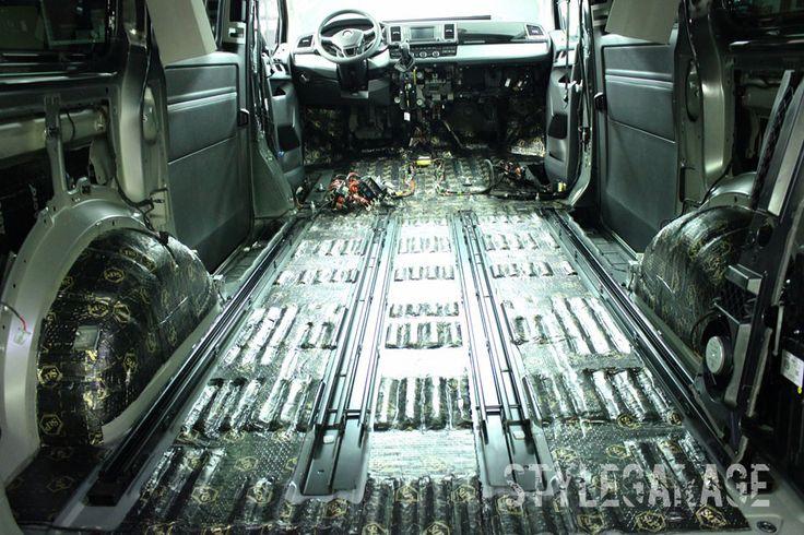 2. Шумоизоляция автомобиля Volkswagen Multivan T6 2015 (New) Первый слой – самый эффективный и толстый виброизолятор STP Bimast Bomb Premium толщиной 4,2 мм. Он достаточно эластичен и плотно прикатывается к ребристому полу MULTIVAN T6. Это лучшее решение для участков с высокой вибронагруженностью.