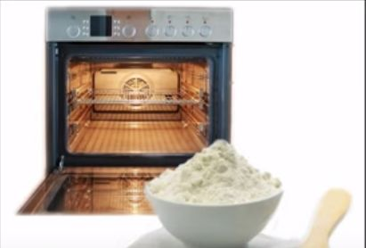 Hacer una pasta con bicarbonato y agua y dejar 12 horas.Limpiar con un trapo húmedo y pulverizar los restos de bicarbonato con vinagre. Dejar actuar 3 mn y enjuagar.
