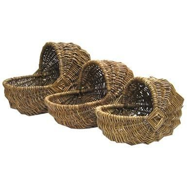 bassinet style willow baskets (bed for Sonia? I could hang it from hooks in the ceiling!)