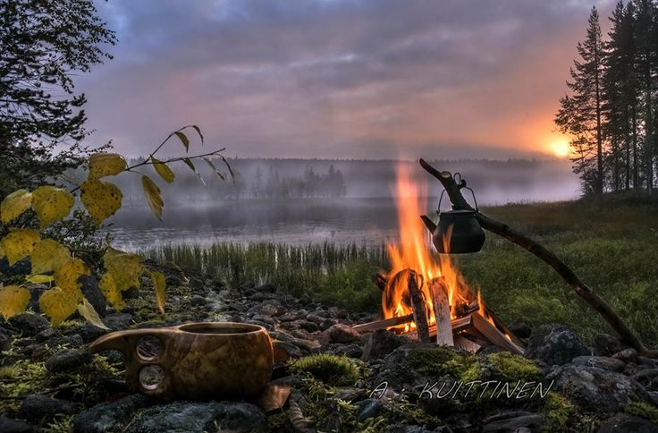 Ihmiset tuppaavat valittamaan vähän liikaakin Suomen säätä ja ankean väristä talvea. Todellisuudessameidän luontomme on kuitenkin äärimmäisen kaunis, jos sen äärelle malttaa vain pysähtyä. Suomalainen valokuvaaja...